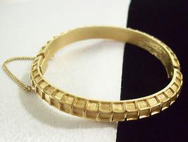 Crown TRIFARI Brushed n Shiny TEXTURED Gold Plate BANGLE Bracelet Vintag... - $24.74