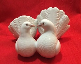 Lladro Pair Kissing Porcelain Doves Figurine 1169 Wedding Sweet Love Bir... - $80.00
