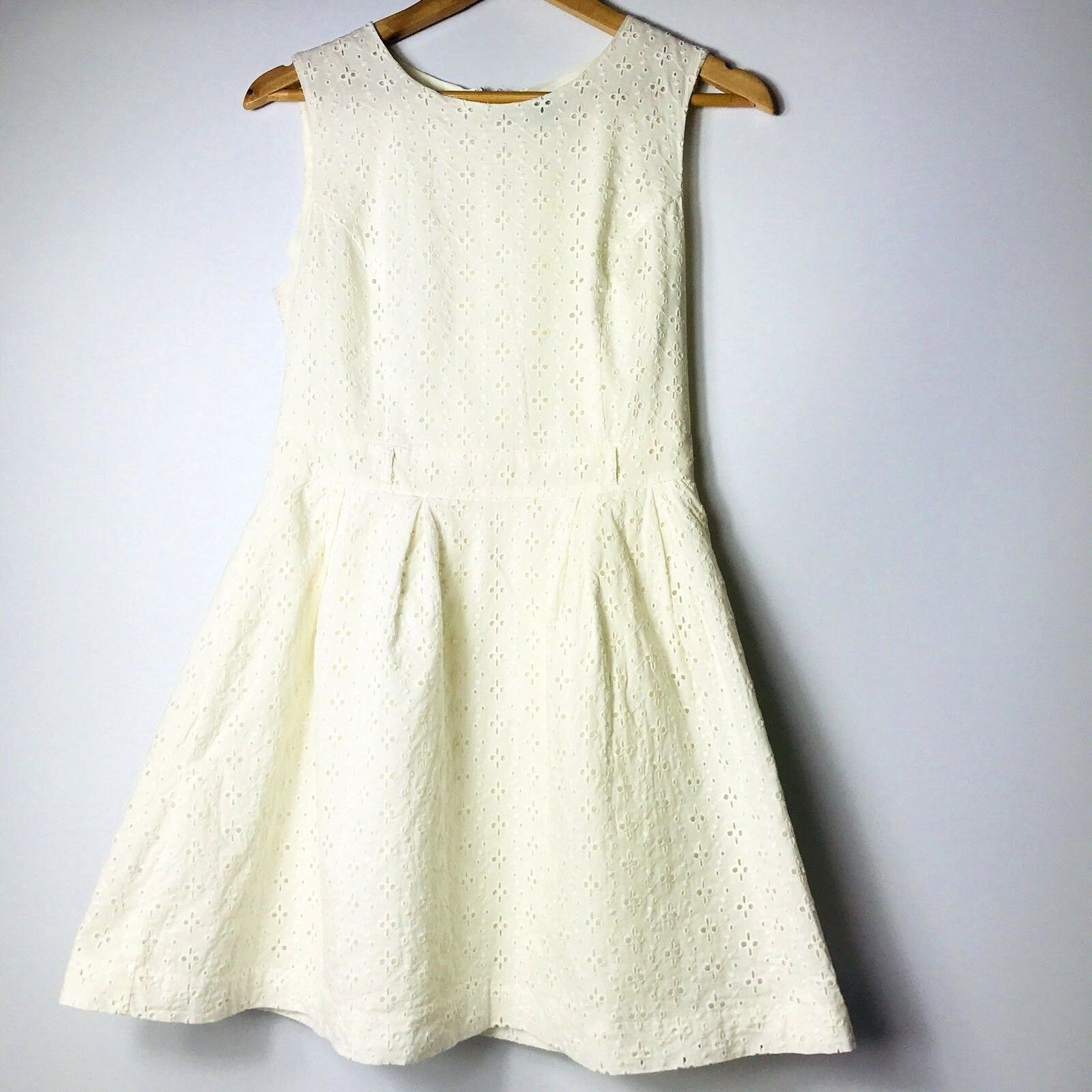 Forever 21 Women Size Medium Ivory Fit and Fare A-line Dress