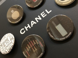 LIMITED EDITION AUTHENTIC CHANEL VIP COCO GAME CENTER BROOCH PIN SET RARE  image 7