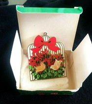 Vintage 1988 Avon Shimmering Dove Earrings  Original Box on Christmas Or... - $4.00