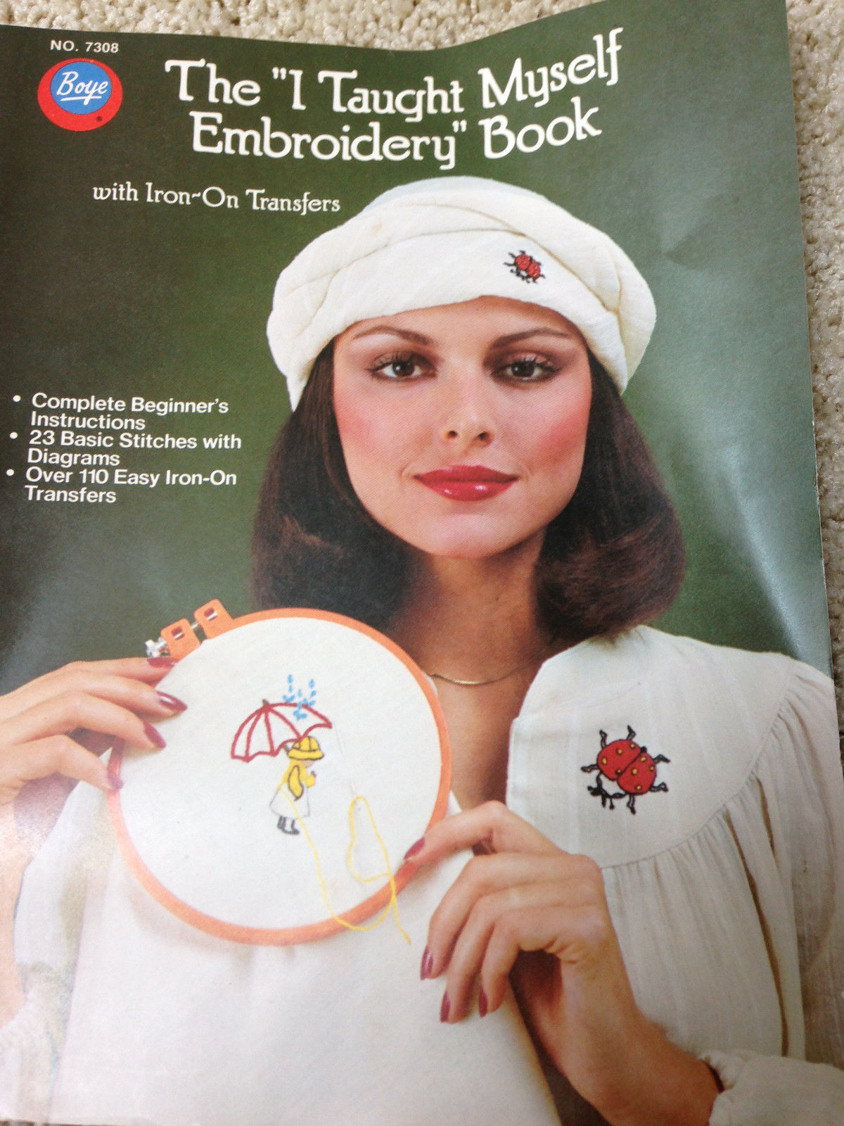 """Vtg 1976 THE """"I TAUGHT MYSELF EMBROIDERY"""" BOOK WITH IRON ON TRANSFERS Free Ship - $5.65"""