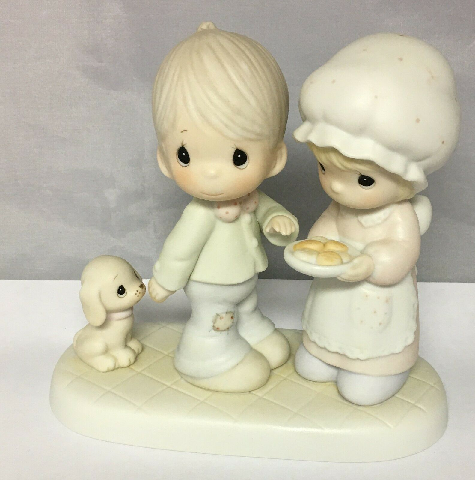 Precious Moments 1986 SHARING OUR CHRISTMAS TOGETHER 102490 Cedar Tree Mark - $29.35