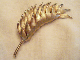KRAMER Folded Bold Statement LEAF Theme PIN 3 inch VTG Textured GOLD Plated - $12.83