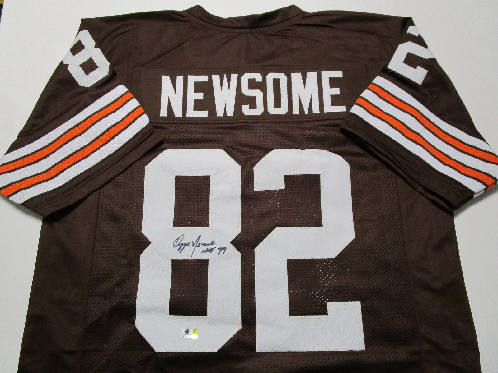 OZZIE NEWSOME / HALL OF FAME / AUTOGRAPHED CLEVELAND BROWNS CUSTOM JERSEY / COA