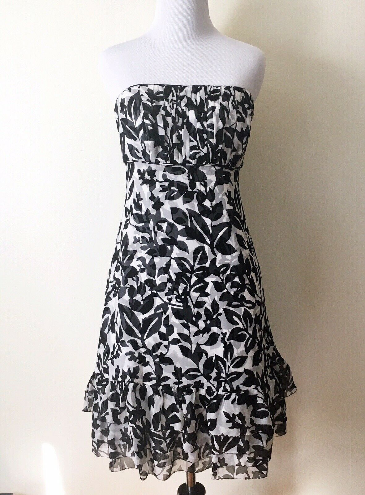 Primary image for White House Black Market Silk Strapless Floral Dress Sz 2 Ruffle Hem