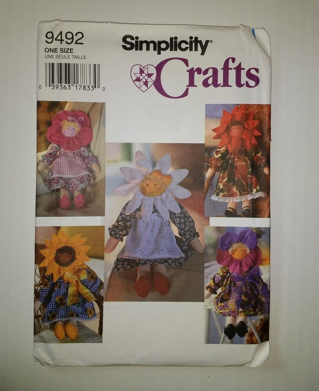 "Primary image for Simplicity 9492 17"" Flower Dolls and Clothes"