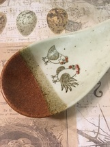 Vintage Stoneware Spoon Rest Hand drawn Chickens Country Cottage Vintage... - $9.50
