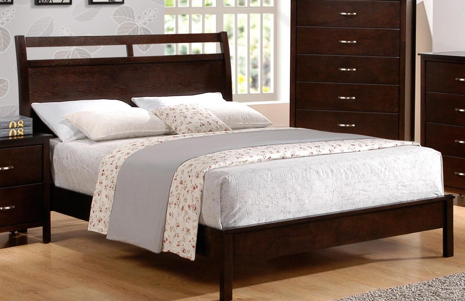 brown finish solid wood queen size bedroom set 5pcs crown mark b7300 7350 1ian bedroom sets. Black Bedroom Furniture Sets. Home Design Ideas