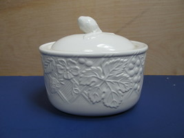 Mikasa ENGLISH COUNTRYSIDE WHITE Sugar Bowl Pristine - $18.13