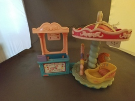 Fisher Price Loving Family Sweet Streets Carousel Merry Go Round 2002 - $10.00