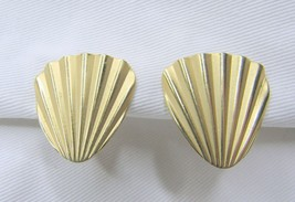 Vintage Gold Tone Napier Shell Adjustable Clip On Earrings - $11.40