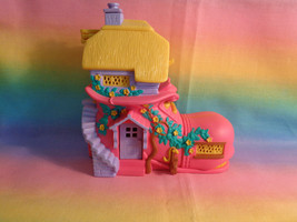 Vintage 1995 Vivid Imagination Teeny Weeny Family Shoe School House Play... - $15.35