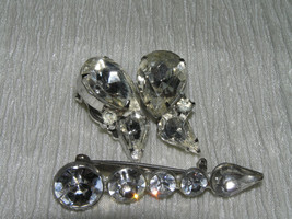 Vintage DEMI Graduated Clear Rhinestone Arrow Pin Brooch & Teardrop Clip... - $13.99