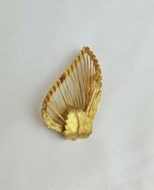 Vintage wire work leaf gold tone brooch pin - $20.79