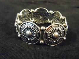 Silver Tone Stretch Metal Bracelet Round Design Costume Fashion Jewelry - $10.66