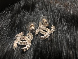 SALE* AUTH CHANEL 2019 LARGE CC LOGO Crystal Dangle Drop SILVER Earrings image 5