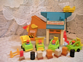 Vintage Fisher Price Little People Play Family Lift 'N Load Depot #942 -... - $69.25