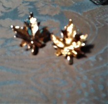 Vintage Gold Toned Maple Leaf Pin/Brooch Fashion Accessory Jewelry  - $3.00