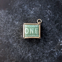 One Pound note charm in 9ct gold. Break glass in emergency! - €65,04 EUR