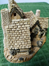 The  Green Dragon Pub Cottage by David Winter Issued 1983 Figurine  image 2