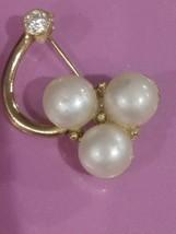Vintage faux Pearl Brooch - $12.56
