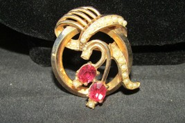 Vintage simulated pink topaz faux seed pearl gold tone brooch - $7.60