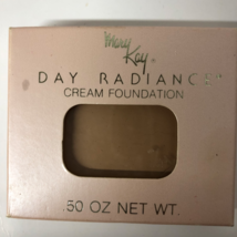 Mary Kay Day Radiance Square Cream Foundation Honey Beige 0067 Box New - $32.99