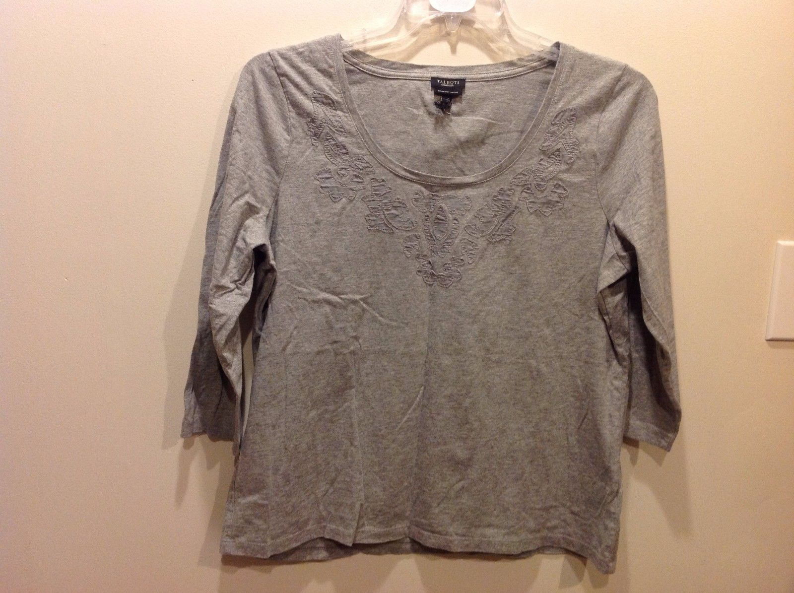 Talbots Lt Gray 3/4 Sleeve Top w Cute Leafy Embroidered Neckline Sz XL