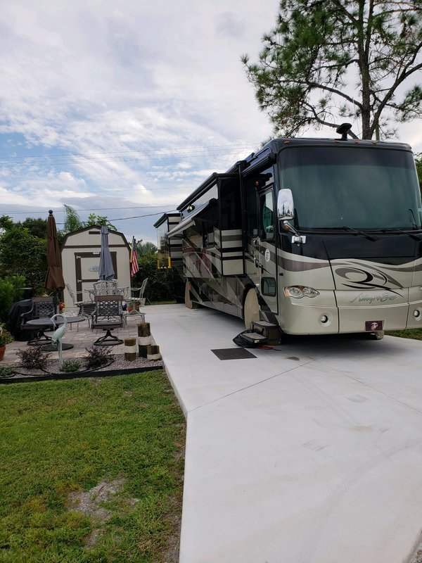 2010 Tiffin Allegro Bus 40QXP for sale by Owner - Riverview , FL 32086