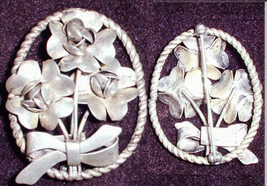 Sterling pin signed Raffaele flowers and bow oval vintage jewelry - $24.70