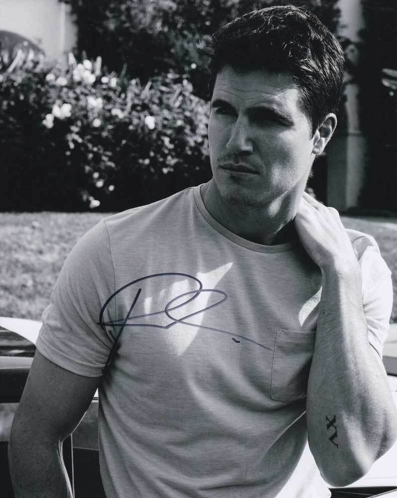 Primary image for Robbie Amell In-Person AUTHENTIC Autographed Photo COA SHA #99202