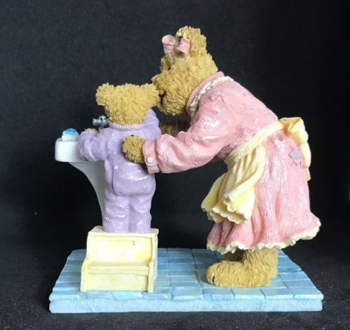 2005 Boyds Bears & Friends - Bearstone Collection Momma & Taylor Bedtime Routine