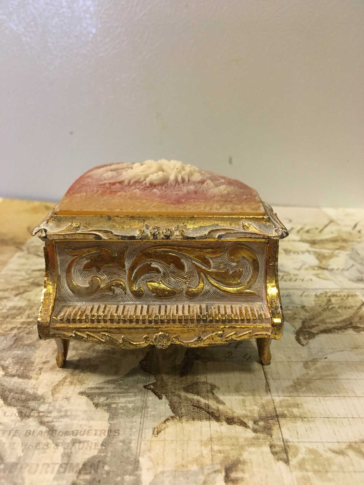Vintage Gold Metal Piano Music Box Laura's Song Victorian Courting Couple