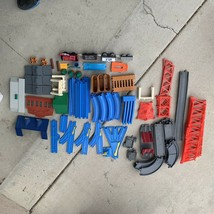 Vintage TOMY Thomas 1991-01 Huge lot of Track, Stations, Road, Train 110+ Pieces - $44.55