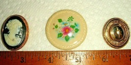 VTG  AVON LADY CAMEO FLORAL FLOWER SWIVEL PICTURE LOCKET PIN BROOCH PEND... - $167.99