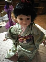 Nice Vintage old Asian Porcelain Doll, compleet Body - $14.00