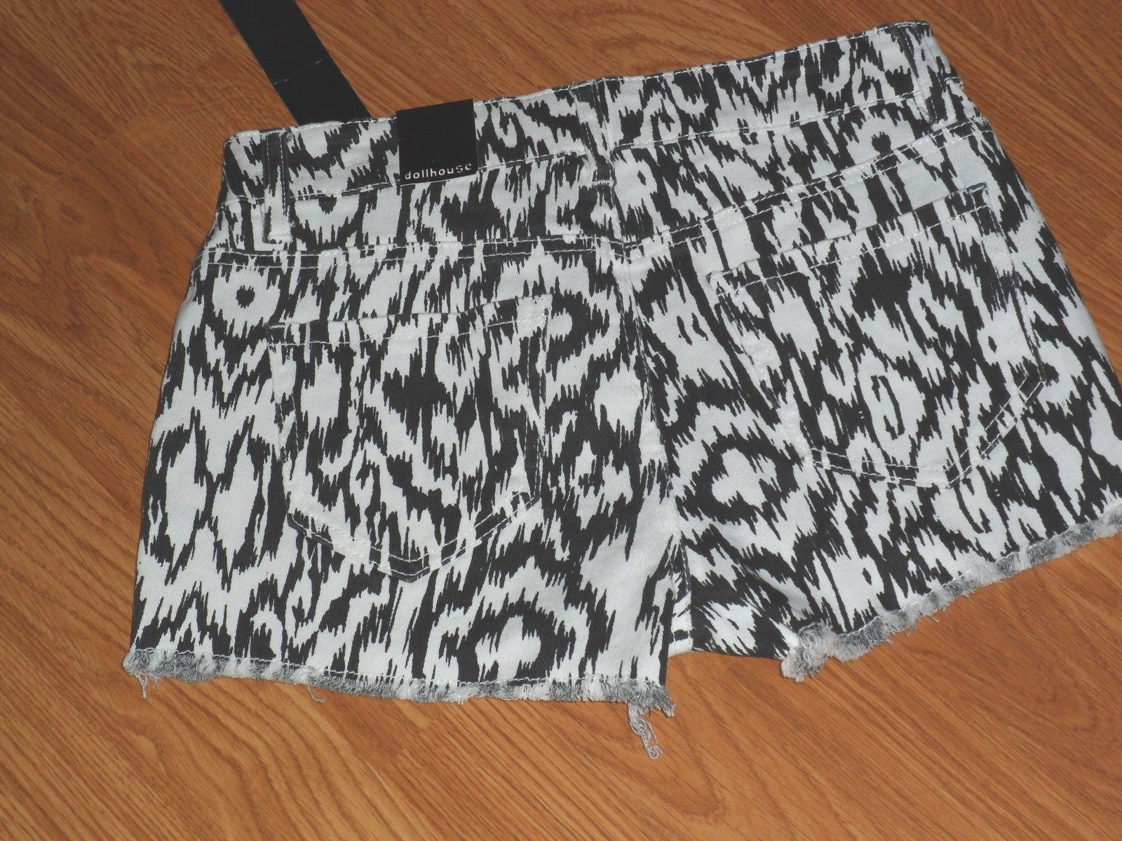 DOLLHOUSE JEAN SHORTS SIZE 4 - 6 BLACK & WHITE PRINT NWT