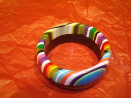 Large Chunky Resin Lucite Bracelet Multi-Colored Black and Colors EUC 1A - $22.76