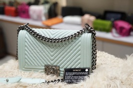 AUTHENTIC CHANEL MINT GREEN LEATHER CHEVRON QUILTED MEDIUM BOY FLAP BAG RHW image 4