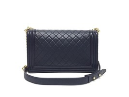 100% AUTHENTIC CHANEL NAVY BLUE QUILTED LEATHER NEW MEDIUM BOY FLAP BAG GHW image 2