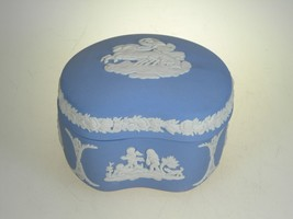 Wedgwood Jasperware Cream on Lavender Bean Box With Lid - $22.72