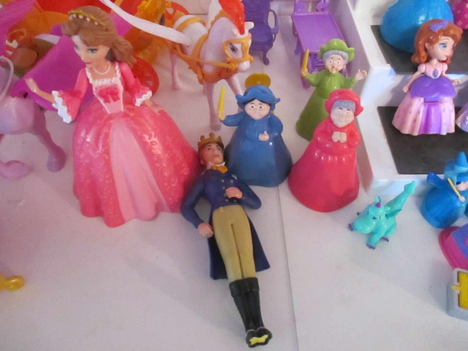 "Lot 21 Mattel 2012 Disney The First  Princess Mini Dolls 3"" & Cinderella Coach"