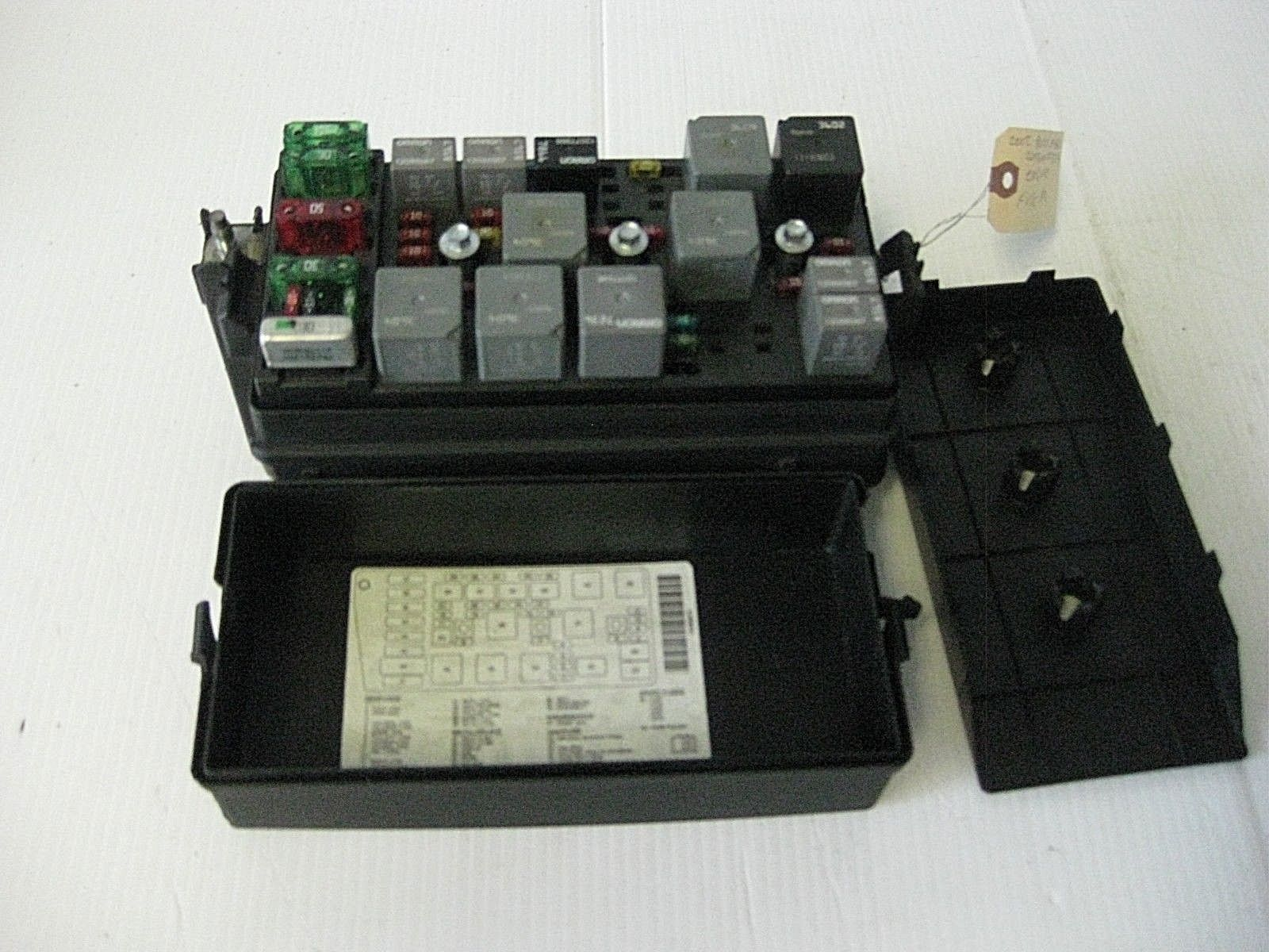 Buick Lesabre Custom 2002 Engine Fuse Box W   Cover Oem   Controls