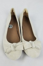 UGG women 9.5 cream suede flats front bow lamb fur - $1.881,89 MXN