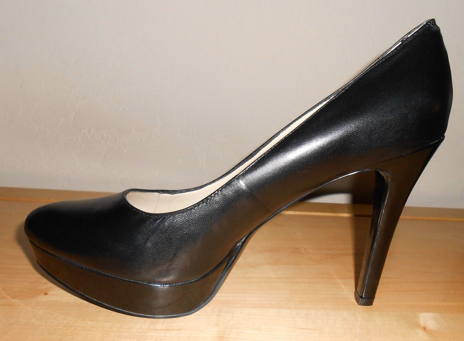 c189b7451c2 New Bandolino Black Leather And Patent Heel and 50 similar items