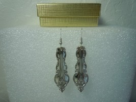 International Delicato 1971 Earrings Silverplate - $38.30
