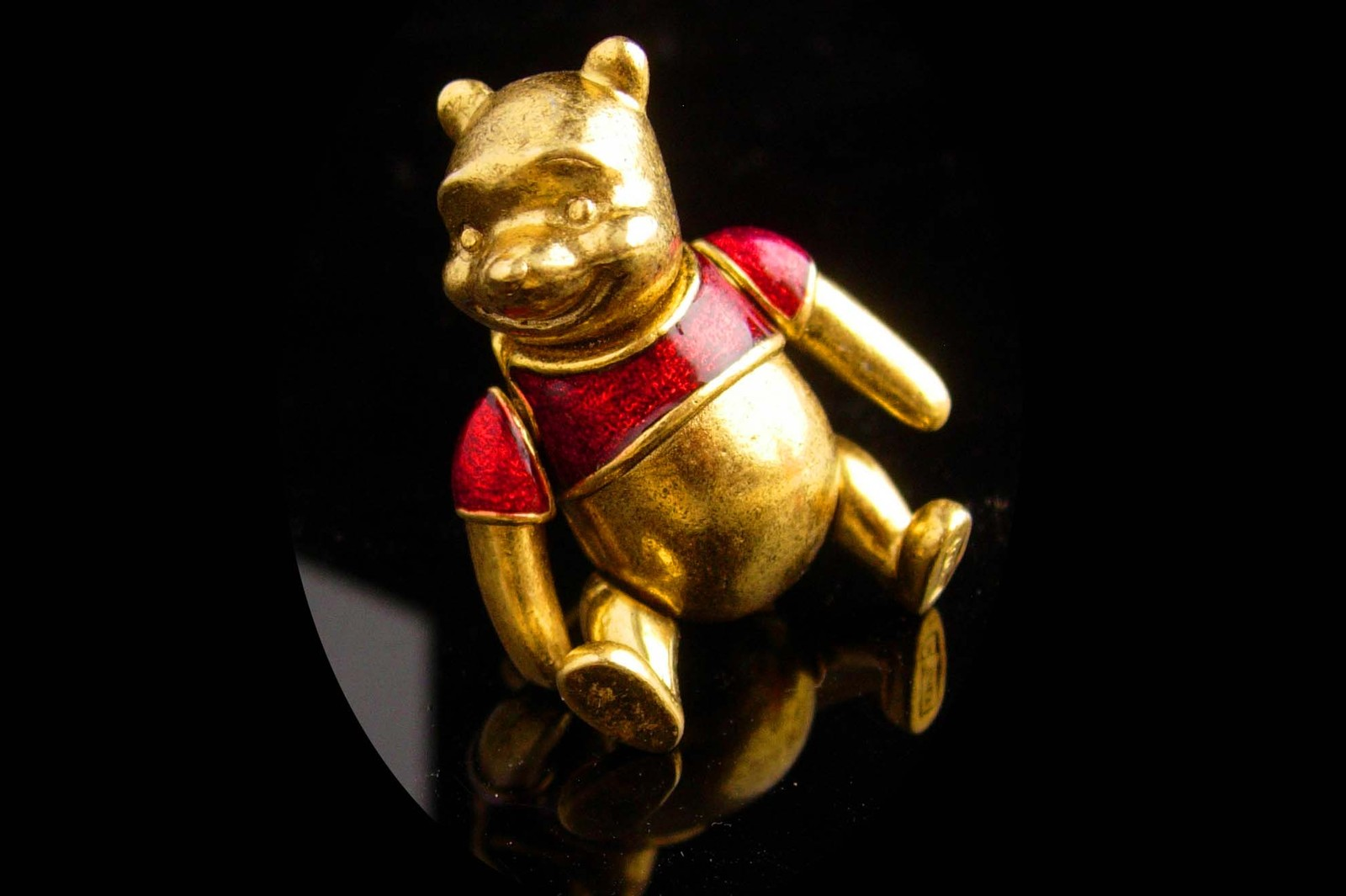 Mechanical bear brooch - pooh moveable pin - Vintage  Lapel Pin novelty whimsica