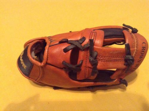 Wilson glove T ball baseball 9 inch youth Barry Larkin brown Fits left hand - $14.99