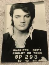 Elvis Presley Candid Photo Elvis Posing For Mug Shot 4x6 B&W - $6.92